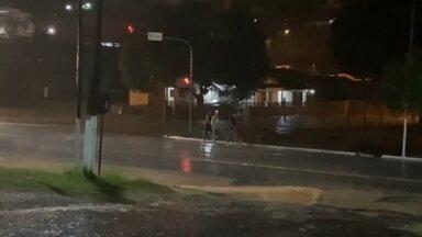 Temporal inunda ruas em Cruzeiro do Sul - Temporal inunda ruas em Cruzeiro do Sul