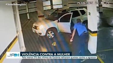 Cerca de 5% das mulheres vítimas de agressão retiram queixas contra agressor - Em Goiânia, uma mulher agredida por um médico retirou a queixa contra ele na polícia.