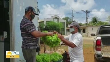 Agricultor de Noronha doa alimentos para moradores da ilha - Com boa colheita, Josinaldo Dantas resolveu partilhar parte da produção.