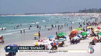 Calor aumenta nesta sexta na Região dos Lagos - RJ1 confere a movimentação na Praia do Forte, em Cabo Frio.