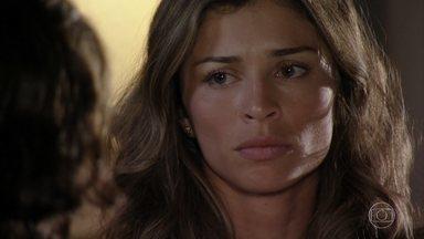 Alberto teme que Cassiano tente tirar Samuca dele - O empresário se preocupa ao saber que Cassiano já se encontrou com o filho