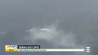 Incêndio atinge a Serra do Cipó há uma semana - Brigadistas e bombeiros trabalham no combate às chamas.