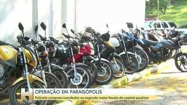 Polícia Civil faz uma operação contra o tráfico de drogas em Paraisópolis, SP - 10 pessoas foram presas e 3 adolescentes apreendidos. 75 motos e 2 armas de fogo foram apreendidas.