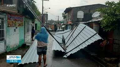 Chuva gera transtornos em Manaus - Bairro Japiim teve destelhamento de casas e falta de energia