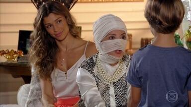 Guiomar pergunta por Cassiano - Ester apresenta Samuca e Laurinha à nova avó