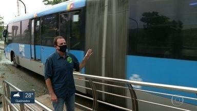 Eduardo Paes (DEM) faz campanha em Paciência - O candidato à prefeitura do Rio foi à estação do BRT Cesarinho, que está desativada. Ele prometeu melhorar o serviço.