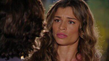 Ester tenta conter a ira de Alberto pela volta de Guiomar - O empresário diz que jamais superou a dor de ter sido abandonado pela mãe