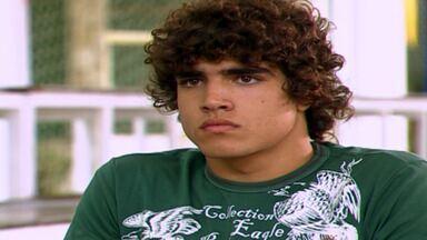 Capítulo de 21/04/2020 - Nesta temporada de Malhação, Sophie Charlotte e Rafael Almeida interpretam o casal de protagonistas Angelina e Gustavo.