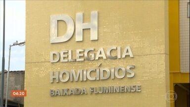 Força-tarefa investiga assassinato de dois candidatos a vereador de Nova Iguaçu, no RJ - A polícia do Rio de Janeiro montou uma força-tarefa para investigar o assassinato de dois candidatos a vereador de Nova Iguaçu, na Baixada Fluminense. Entre um crime e outro, foram menos de 15 dias. Os dois candidatos já tinham passagem pela polícia.