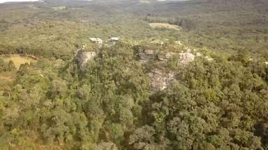 Parque Nacional dos Campos Gerais - Parte 2 (17 10 2020) - No Parque Nacional dos Campos Gerais, há ainda muitos locais pouco explorados pelo turismo. A beleza das paisagens tem atraído gente que quer estar perto da natureza.