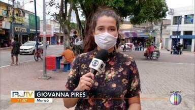 Funcionários de empresa terceirizada que faz a coleta de lixo entram em greve em Maricá - Eles estão com os salários em dia, mas reclamam das condições de trabalho.