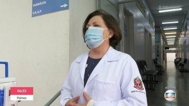 Agentes de saúde acordam cedo no dia de vacinação - Profissionais madrugam para organizar a campanha