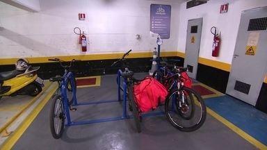 Estacionamento seguro para bicicletas é foco de startup em São Paulo - Aplicativo ajuda ciclistas a encontrar locais conveniados, com cobertura de seguro. Demanda da empresa cresceu durante a pandemia.
