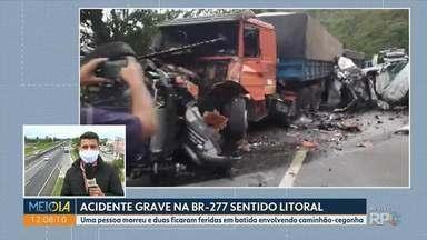 Acidente com caminhão-cegonha deixa uma pessoa morta - BR-277 ficou interditada por causa do acidente.