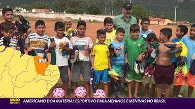 Americano doa material esportivo para meninos e meninas no Brasil - Americano doa material esportivo para meninos e meninas no Brasil