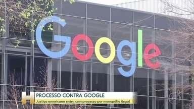 Justiça dos EUA acusa Google de manter monopólio ilegal sobre buscas na internet - O departamento de Justiça dos Estados Unidos entrou com um processo contra o Google e acusou a empresa de manter um monopólio ilegal sobre buscas na internet e anúncios. Esse é o maior processo do governo americano envolvendo uma empresa de tecnologia em mais de 20 anos.