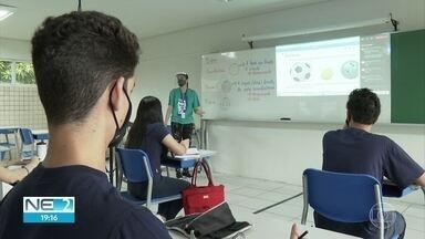 Alunos do 1º ano do ensino médio da rede particular retomam aulas presenciais - Escolas adotaram medidas para evitar a disseminação do novo coronavírus