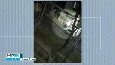 Motociclista tenta fugir de PM e bate em portão em Ipatinga - Segundo a PM, ele estava sem habilitação.