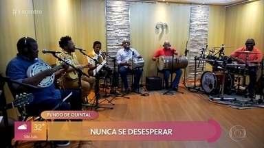 Fundo de Quintal canta 'Só Felicidade' - Confira