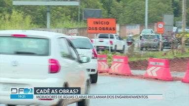 Moradores de Águas Claras cobram início das obras da terceira pista de saída da cidade - Segundo os moradores, a promessa de construção da nova saída se arrasta há três anos. A direção do DER informou que o projeto da pista da nova saída está sendo reformulado.