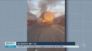Caminhão pega fogo na BR-116, perto de Conquista, e parte da pista fica interditada - PRF suspeita que uma falha mecânica tenha causada o incêndio.