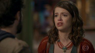 Camila pede para conversar com Giovanni - A jovem conta que descobriu coisas horríveis sobre seu passado