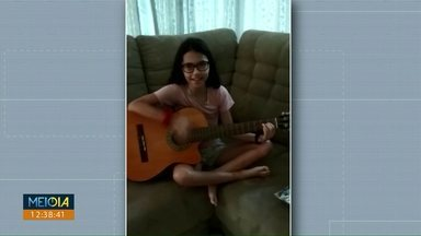 Valdinei Rodrigues recebe homenagem de telespectadora mirim - Maytê, de oito anos, cantou os parabéns para o apresentador do Meio Dia Paraná.