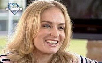 Angélica confessa que é tímida - A apresentadora diz que na TV é onde se sente mais à vontade