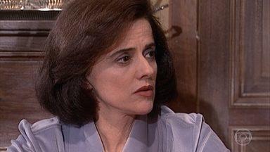 Alma reclama que Edu vive enfurnado no quarto - Alma irrita Estela