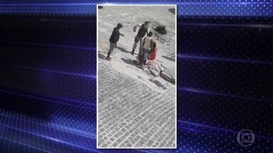Policial militar da Bahia é afastado após agredir jovem - Agressão foi em Conde, no interior do estado. Mulher de 19 anos levou tapas.