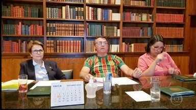 Bolsonaro diz que pode reeditar decreto que libera estudos sobre parceria privada na saúde - Na quarta-feira (28), o presidente Jair Bolsonaro, diante das críticas, revogou o decreto. Nesta quinta-feira (29), o ministro da Economia, Paulo Guedes, fez uma fala pró-SUS.