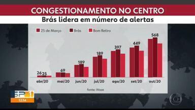 Com aumento no movimento, lojistas do Brás esperam aumentar vendas no Natal - A região do Brás vem sendo a de maior movimento no Centro na hora do almoço.