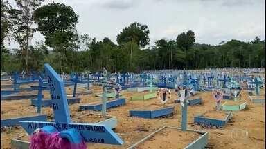 Cemitérios de Manaus permanecem fechados para visitas no dia de Finados - Acesso está liberado apenas para sepultamentos, com número limitado de pessoas por enterro.
