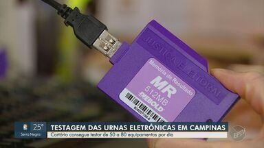 Urnas eletrônicas começam a ser testadas para as eleições deste ano - Cerca de 50 a 80 equipamentos são testados por dia. Veja como é o funcionamento da urna e o que acontece caso ela dê defeito no dia da votação.