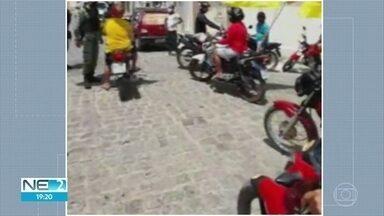 Em Salgueiro, duas pessoas são detidas em carreata de campanha eleitoral - Detidos teriam se recusado a cumprir ordens para evitar aglomeração.