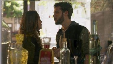 Giovanni termina o namoro com Bruna - A advogada fica arrasada e fica desconfiada