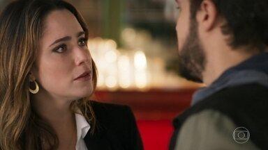 Bruna se revolta com Giovanni e chora - A moça quer descobrir quem está por trás do término