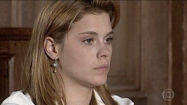 Iris provoca Camila - Íris diz que se apaixonaria pelo namorado da mãe, se ele fosse igual a Edu