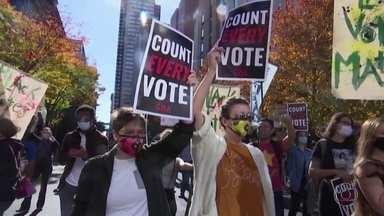 Eleitores dos dois candidatos fazem protestos em cidades americanas - Grupos a favor de Joe Biden pediam a contagem de todos os votos. E grupos a favor de Donald Trump queriam que a contagem fosse interrompida em algumas cidades, alegando fraude.