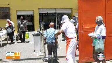 Voluntários do Bom Prato voltam a servir refeições a moradores de rua cadastrados na prefeitura - O serviço tinha sido suspenso em setembro, mas a Justiça determinou o retorno.