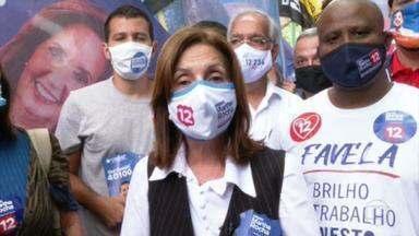 Martha Rocha (PDT) faz campanha em Ipanema - A candidata do PDT conversou e tirou fotos com eleitores.