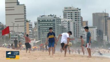 Rio tem primeiro fim de semana com praias e escolas de samba liberadas - Foi o primeiro fim de semana de praias oficialmente liberadas no Rio. E as escolas de samba também voltaram a fazer eventos nas quadras, depois de mais de sete meses.