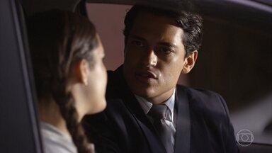 Marizé recusa o presente de Hélio - A adolescente diz ao irmão que já sabe que o pai foi preso injustamente por causa dele