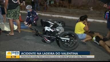 Motociclistas colidem e provocam acidente, no bairro do Valentina, em João Pessoa - Um dos motociclistas invadiu a faixa contrária