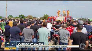 Homenagens na despedida do piloto Tunico Maciel, no Sul de Minas - Piloto morreu em prova do rally dos sertões, no Maranhão