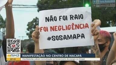 Manifestantes no Centro de Macapá cobraram normalização no fornecimento de energia no AP - Manifestantes no Centro de Macapá cobraram normalização no fornecimento de energia no AP