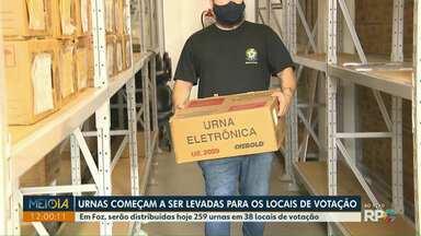 Urnas eletrônicas começam a ser levadas para os locais de votação - Em Foz, serão distribuídas hoje 259 urnas em 38 locais de votação.