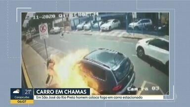 Homem coloca fogo em um carro em São José do Rio Preto - Veículo estava estacionado. Polícia ainda não sabe o que levou o homem a fazer isso.