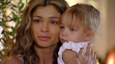 Ester é obrigada a entregar Laurinha a Alberto - Ela cumpre a decisão judicial