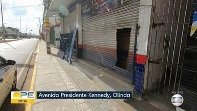 Loja das Casas Bahia é assaltada durante a madrugada, em Olinda - Estabelecimento fica na Avenida Presidente Kennedy, em Peixinhos.